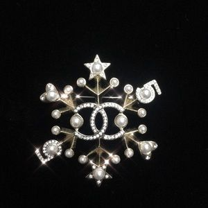 100% Authentic. Chanel gold tone brooch